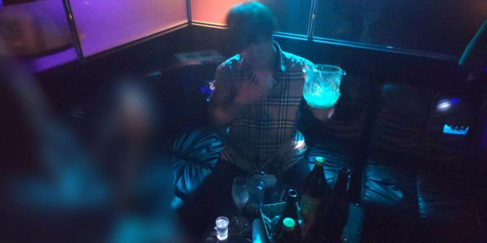お酒を飲む七瀬椿