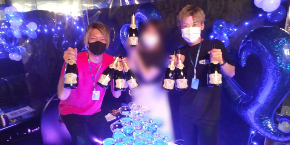 大量のシャンパンと姫様