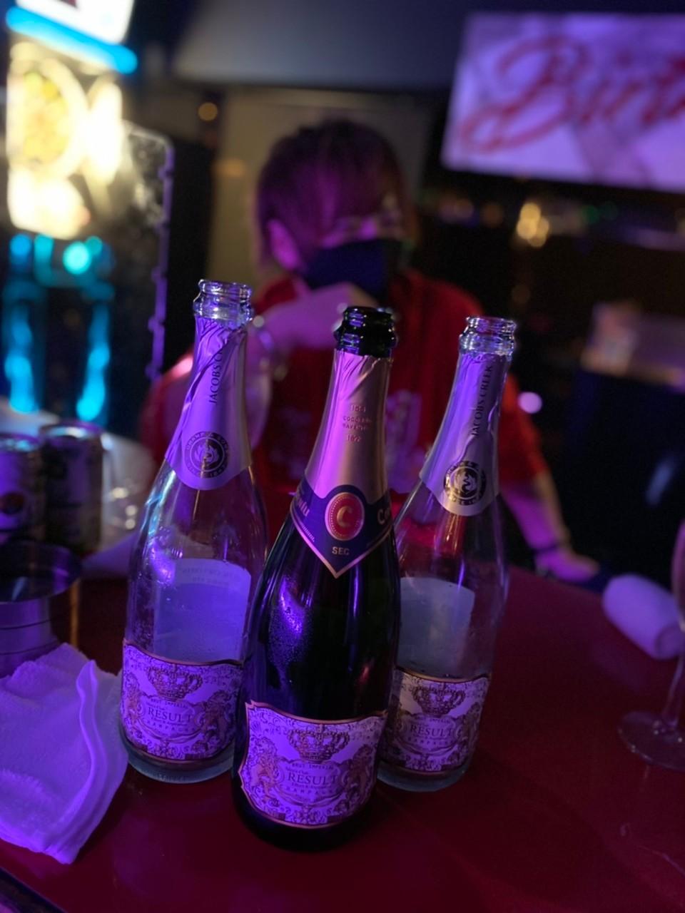 シャンパンと椿