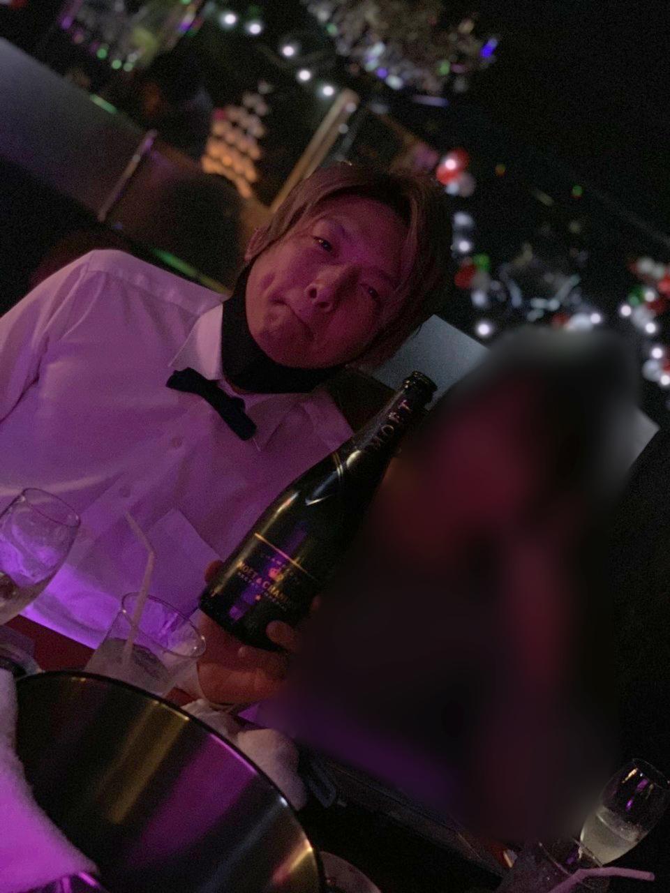 シャンパンを入れてもらう瑛斗
