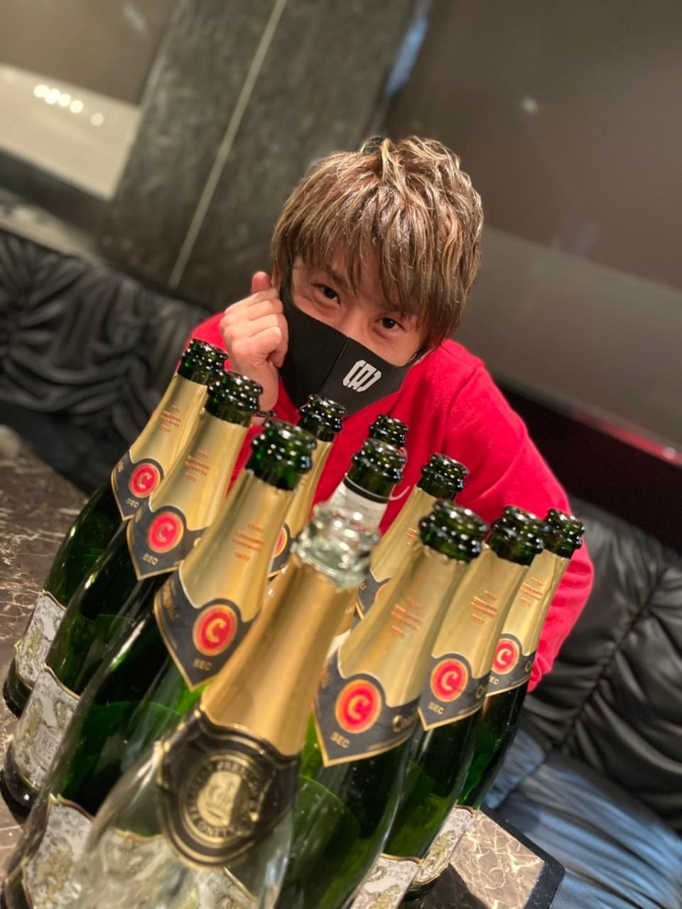 沢山のシャンパンと陽向